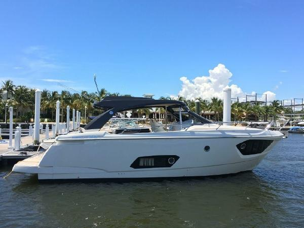 2016 Absolute 40 STL Sport Yacht