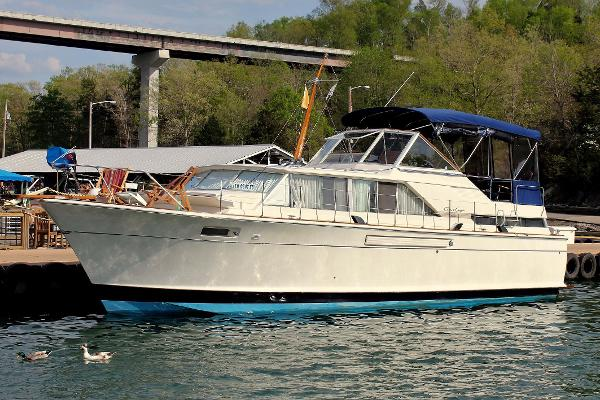 Check out this 1967 CHRIS - CRAFT 42 Commander on Boattrader com