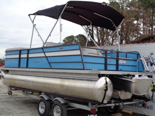 Check Out This 2019 Crest Pontoon Boats Crest 1 220slrc Tri On Boattrader Com
