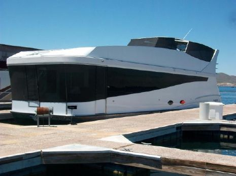 2014 Axiom 1665 Houseboat