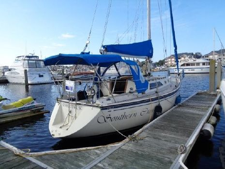 1985 O'Day 31 outside aft to starboard