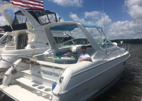 1992 Chris-Craft Crowne 272