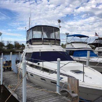 1986 Bayliner 3460 Trophy Starboard Bow Docked
