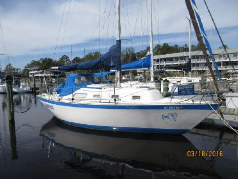 1982 Hughes Columbia 8.7 Starboard View