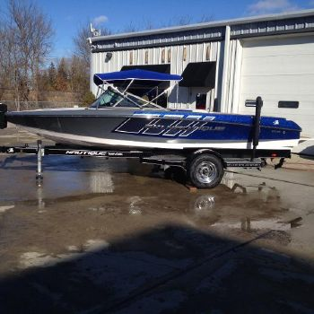 2015 Correct Craft Ski Nautique 200 Closed Bow
