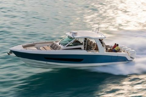2018 Boston Whaler 420 Outrage Manufacturer Provided Image