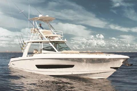 2017 Boston Whaler 420 Outrage Manufacturer Provided Image