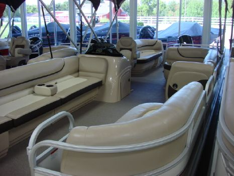 2015 Sun Tracker Recreational Party Barge 24 DLX