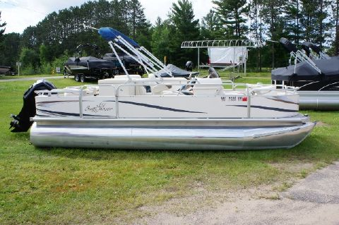2008 SunChaser 20' 4 point fishing toon