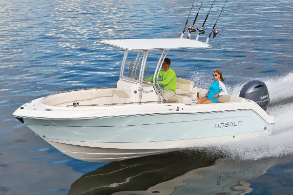 2019 Robalo R222 Center Console Manufacturer Provided Image