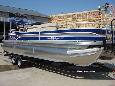2015 Sun Tracker Signature Series Fishing Barge 24 XP3