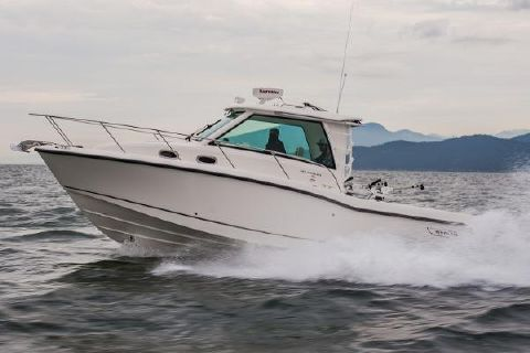 2015 Boston Whaler 315 Conquest Pilothouse
