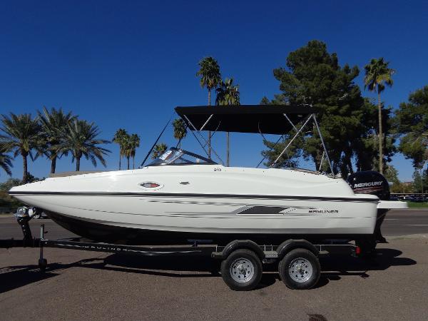 2016 Bayliner 210 Deck Boat