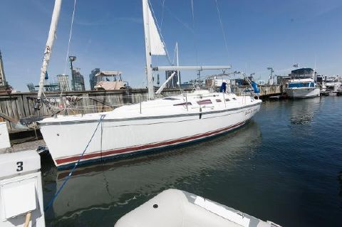 2005 Hunter 38 Profile