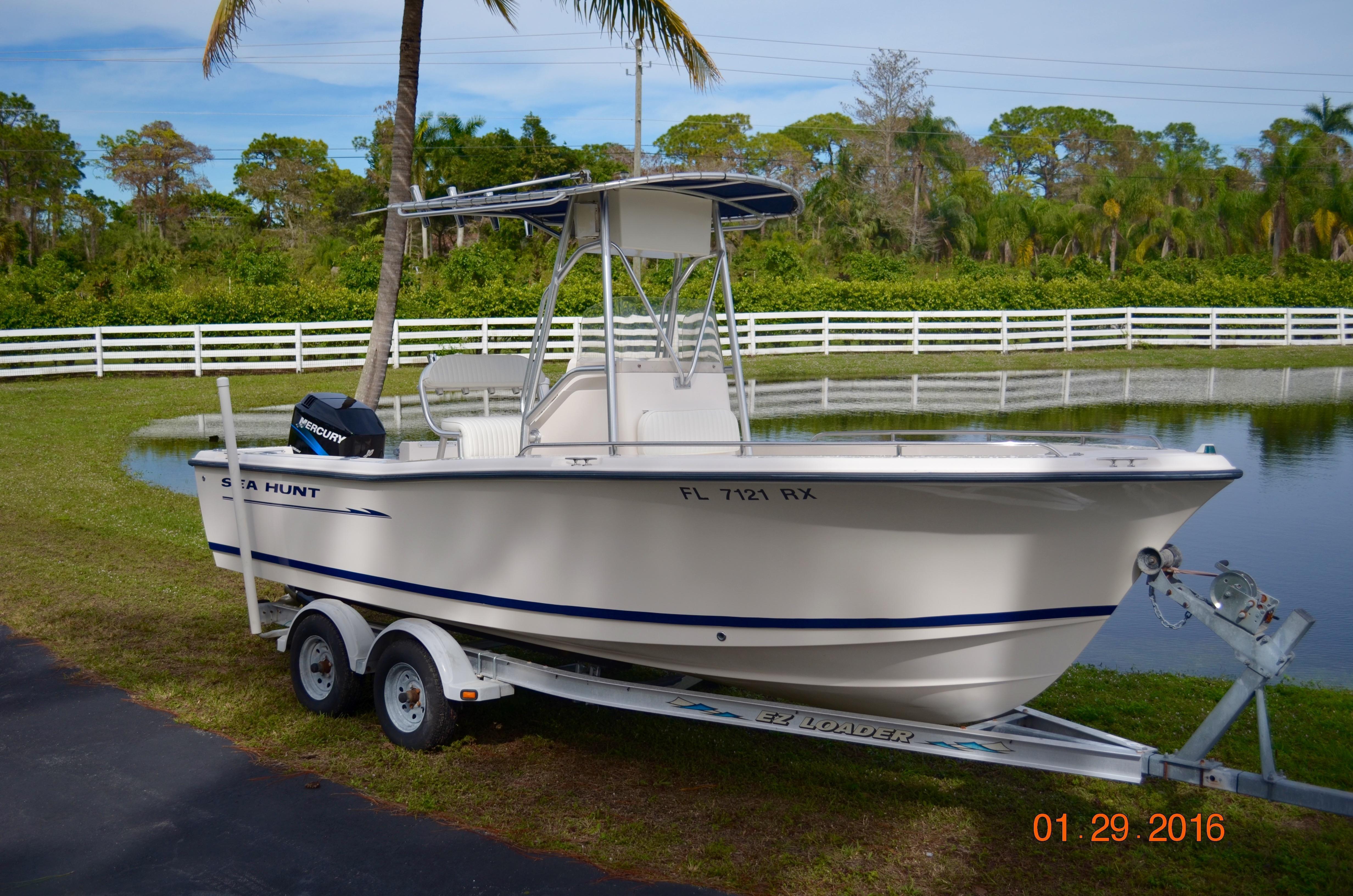 2004 Sea Hunt 212 Triton CC