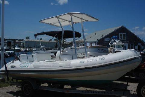 1999 Nautica International 18