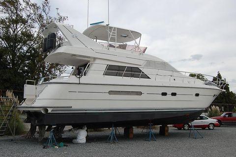 1997 Neptunus 55 Motor Yacht profile.JPG
