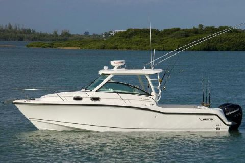 2016 Boston Whaler 315 Conquest