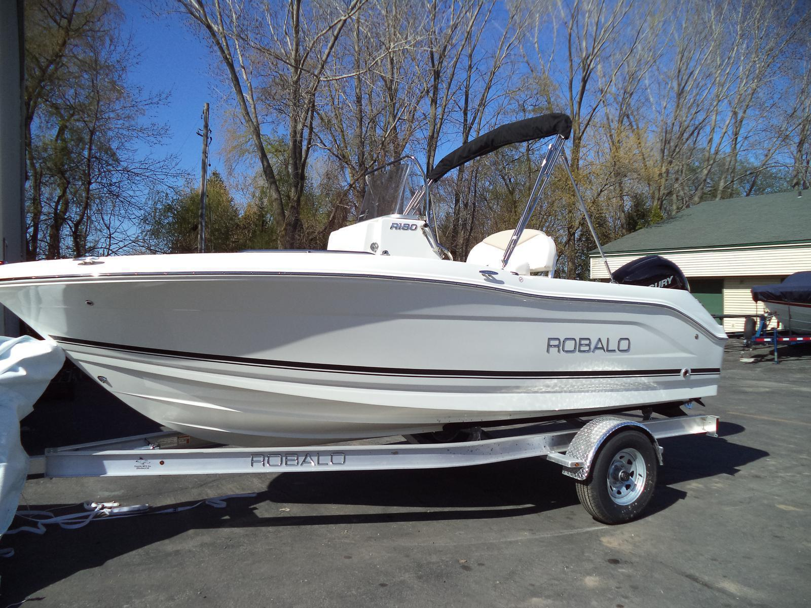 2017 robalo r180 18 foot 2017 motor boat in green bay wi for Green boat and motor