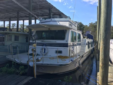 1993 Harbor Master 52 Wide Body At Dock