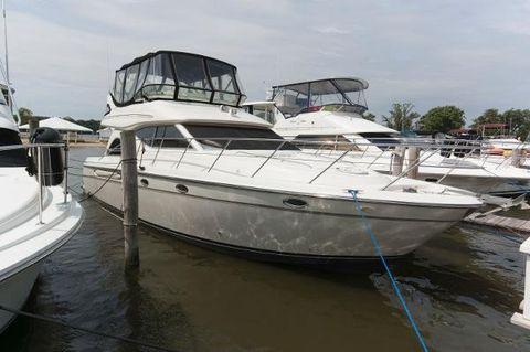 1999 Maxum 4600 SCB Starboard Profile
