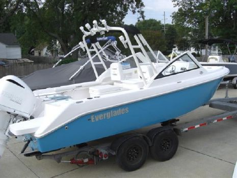 2016 Everglades Boats 230DC