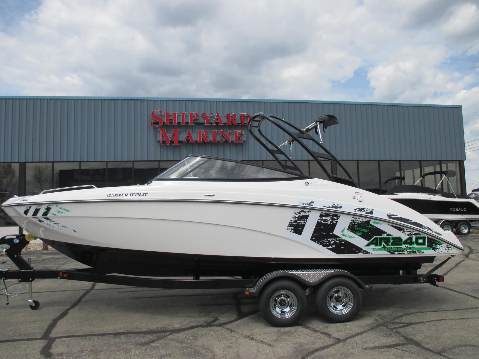 2016 yamaha ar 240 24 foot 2016 yamaha ar motor boat in for Green boat and motor