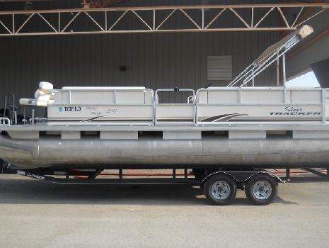 2003 Sun Tracker Party Barge 240