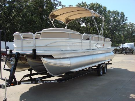 2016 Sun Tracker Recreational Party Barge 24 XP3