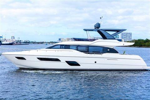 2016 Ferretti Yachts 700