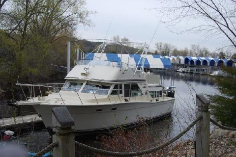 1978 Chris-Craft 38 Corinthian Portside Bow