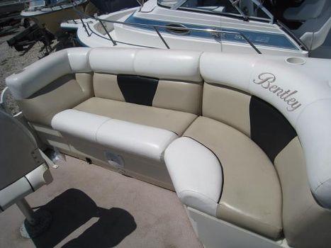 2008 Pontoon Bently Cruise 200
