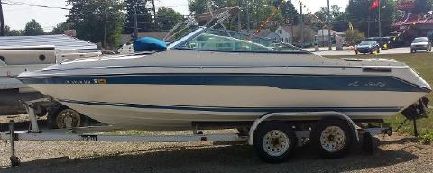 1989 Sea Ray 200 Cuddy Cabin