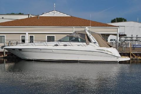 2002 Sea Ray 410 Express Cruiser Port Side