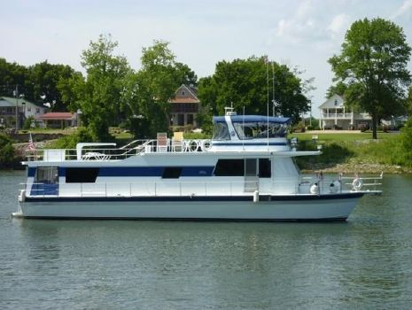 1997 Pluckebaum River Yacht
