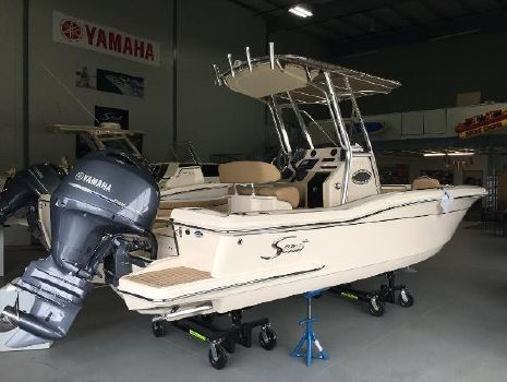 2017 Scout Boats 225 XSF