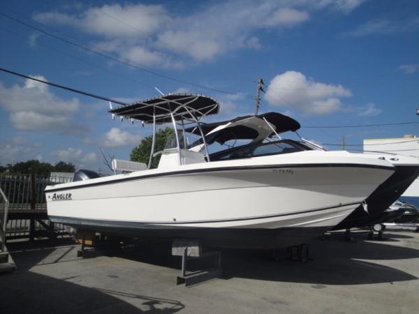 2013 Angler Boats 23