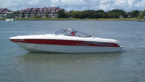 2008 Stingray 220 LX PORT VIEW IN WATER