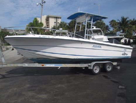 1993 Angler Boats 22 Center Console