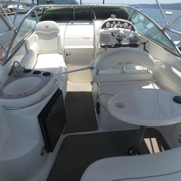 Check out this 2002 Larson Cabrio 274 on Boattrader com