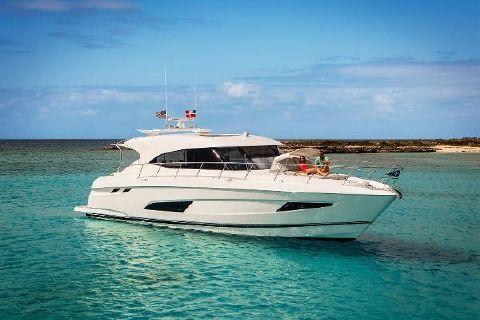 2018 Riviera 5400 Sport Yacht Profile