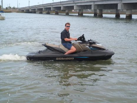 2016 Sea-Doo GTX LIMITED 300 STARBOARD UNDERWAY