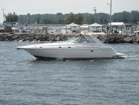 1997 Cruisers Yachts 4270 Express