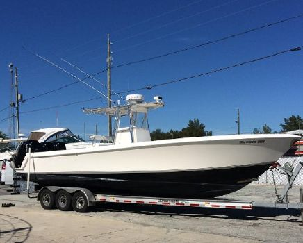 2009 Contender 33 Stepped Hull, Center Console  Profile