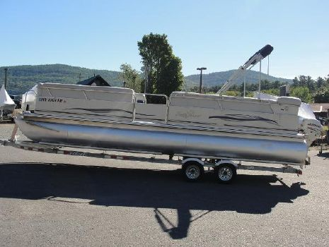 2005 Smoker-craft Sun Chaser 824