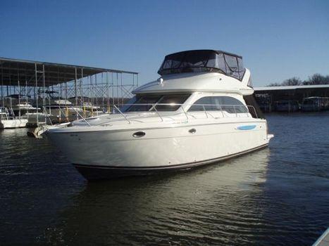 2006 Meridian 411 Sedan Port side profile