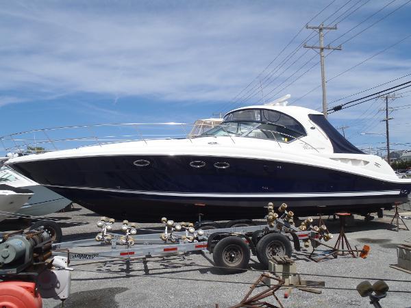 2005 Sea Ray 420 Sundancer Port View