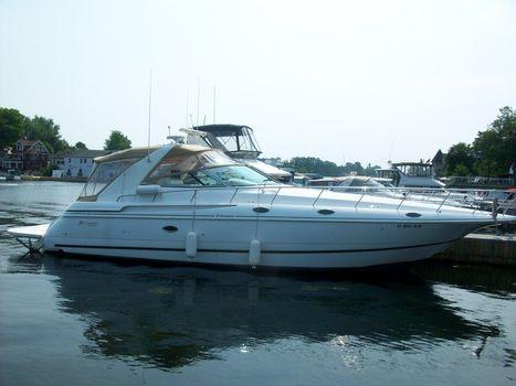 2000 Cruisers Yachts 4270