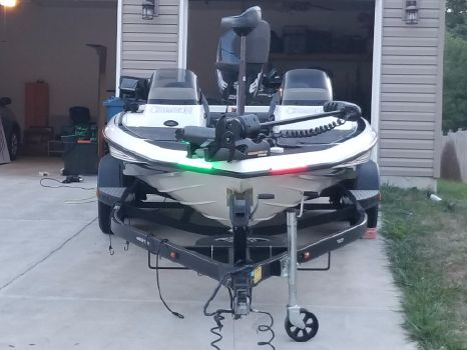 2004 Champion Boats 196