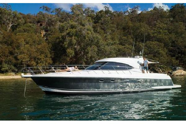 2015 Riviera 5000 Sport Yacht Manufacturer Provided Image